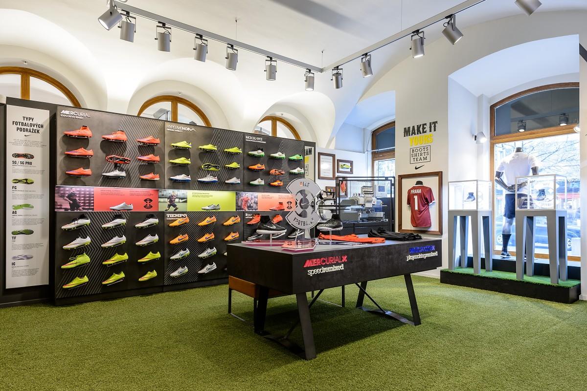 Mirilla Decimal Infidelidad  Nike Campaign - Nike Magista X, Mercurial X